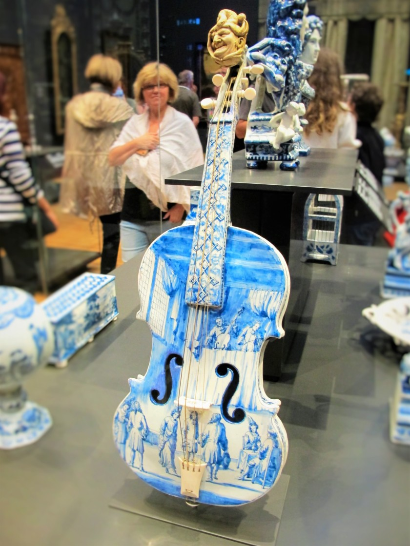 A blue and white ceramic cello in the Rijksmuseum